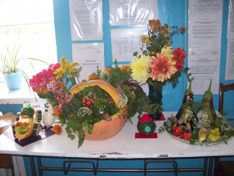 Осенняя выставка поделок в школе 77